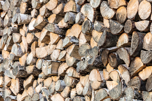 Poster Brandhout textuur pile of chopped firewood ready for winter. stack of wood logs.