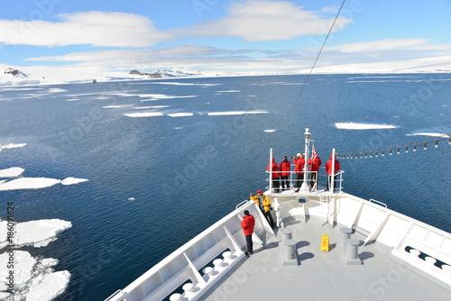 Papiers peints Antarctique Antarctica cruise ship