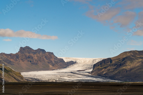Foto op Plexiglas Blauw Glacier surrounded by mountains in Iceland
