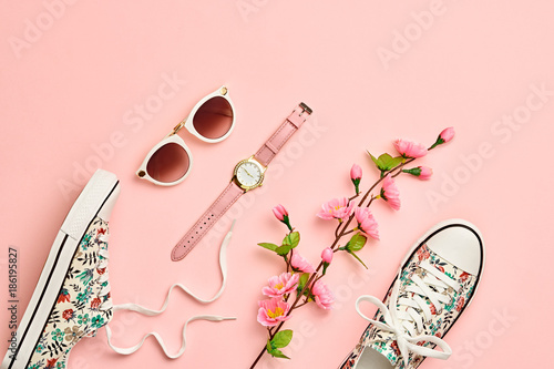 Foto Murales Fashion Woman Accessories Set. Pink Pastel Color. Flat lay. Minimal Style. Trendy fashion Sneakers, Glamour Summer Sunglasses. Blossom Flowers. Spring Floral