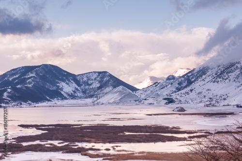 letino caserta,  lago del matese, monti innevati e cielo sereno