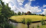 Kleiner Bauernhof am Fluss - 186204652