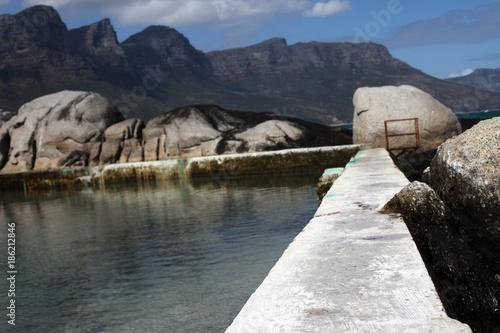 Leinwanddruck Bild Felsen am Strand