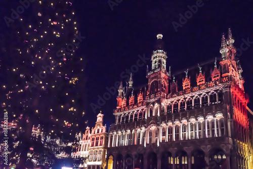 Aluminium Brussel Espectáculo de luces y música con los Edificios de la Grand Place de Bruselas de gran riqueza ornamental, casas de los gremios