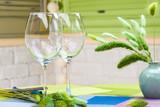 empty wine flutes - 186234872