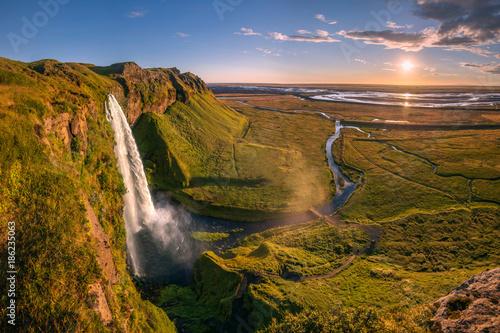 Fotobehang Landschappen Seljalandsfoss cliff