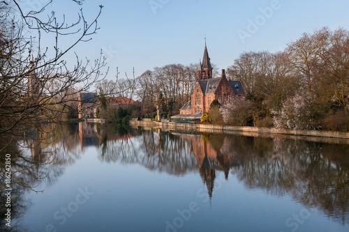 Fotobehang Brugge Medieval building (Castle) on Love lake, Minnewater Park in Bruges, Belgium