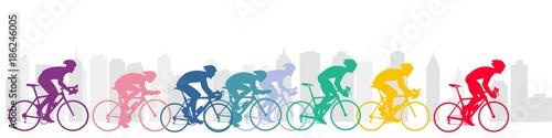 Bisiklet yarışçıları ve şehir