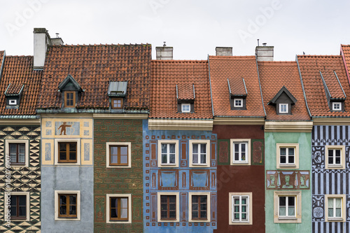 Narrow colorful tenement houses in historic main square of Poznań, Poland © Grzegorz Wdowiak