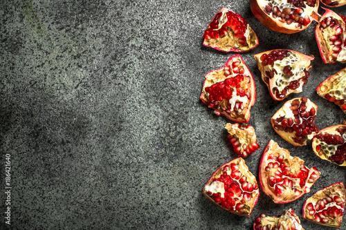 Foto Murales Ripe pomegranates pieces.