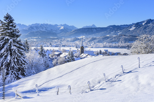 Foto Murales frischer Schnee und Sonnenschein im Oberallgäu