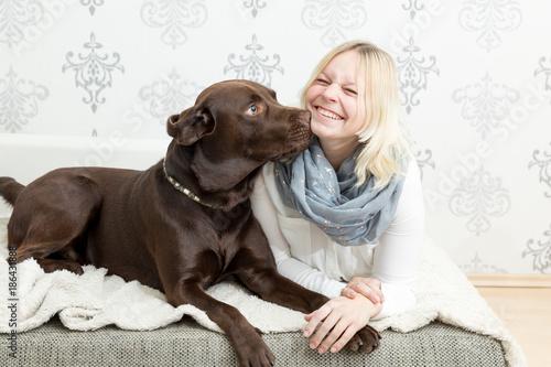 Fototapeta labrador kiss young girl