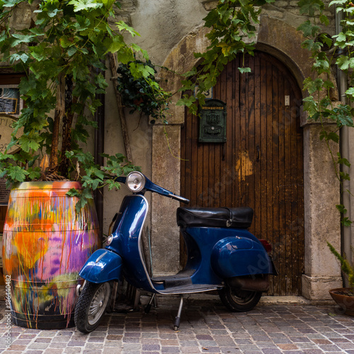 In de dag Fiets Vespa in Italien