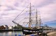 Segelschiff im Fluss Liffey in Dublin, Irland - 186454093