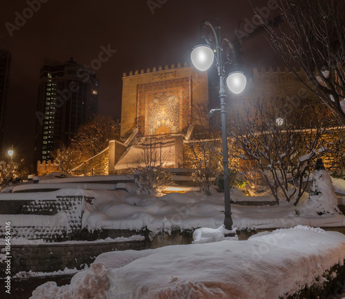 Foto op Plexiglas Kiev KYIV, UKRAINE: Heydar Aliyev Square in Kiev on a winter evening