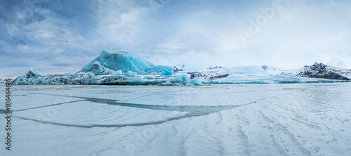 Famous Fjallsarlon glacier and lagoon with icebergs swimming on frozen water. - 186464616