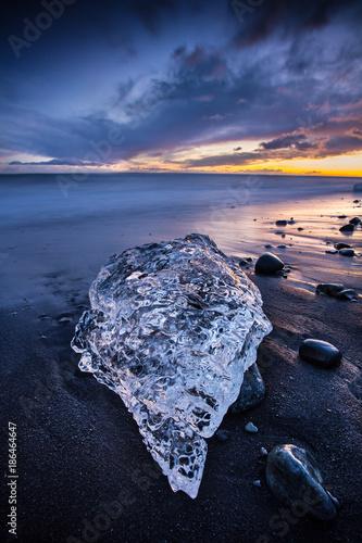 Beautiful sunset over famous Diamond beach, Iceland. - 186464647