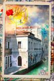 Cartolina postale vintage con palazzo storico veneziano e vecchi francobolli