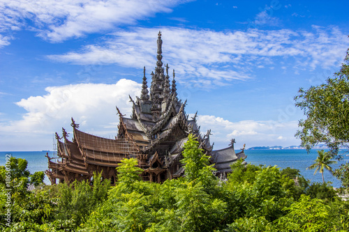 Fotobehang Bali The Wood Sanctuary of Truth in Pattaya