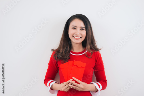 Foto Murales Vietnamese woman with lucky money envelopes for lunar new year