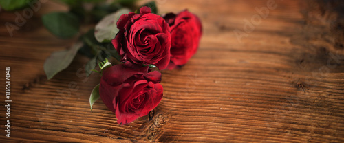 Symbolic red roses for valentines day - 186517048