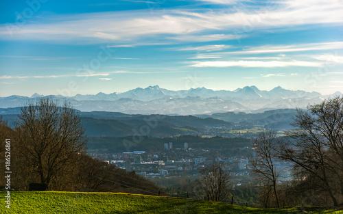 Alpenblick über Aarau und das Schweizer Mittelland - 186526861