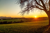 Sonnenuntergang im Herbst - 186528022