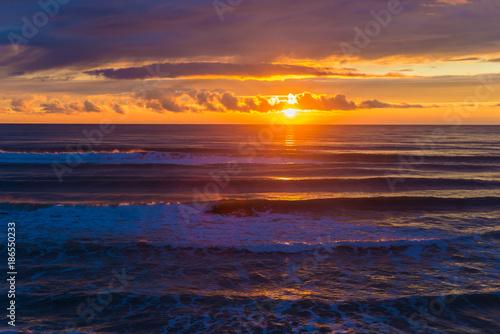 Keuken foto achterwand Zee zonsondergang Sea. Sunset. The sun is almost village