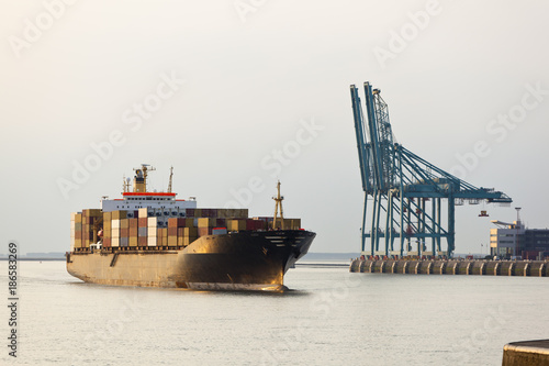 Fotobehang Antwerpen Container Ship Entering Harbor