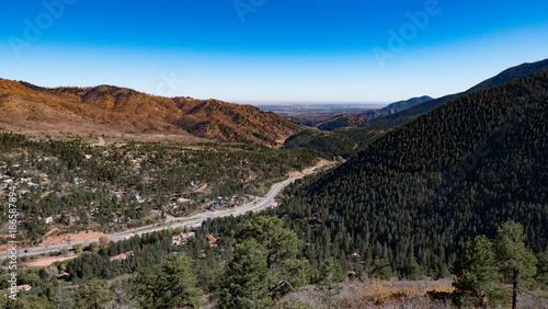 Fotobehang Zwart Mountain Valley Road
