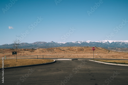Foto op Aluminium Blauw Stop, end of the road