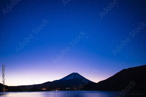 Plexiglas Donkerblauw 富士山と本栖湖,星空