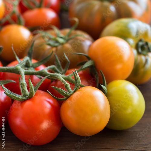Fotobehang Kersen Fresh tomatoes on a wooden background