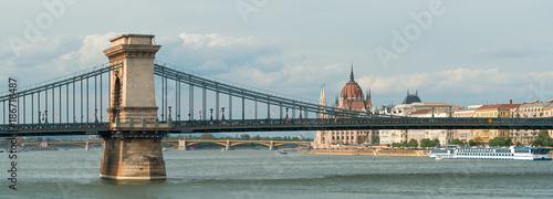 Papiers peints Ponts Secheni bridge and Parliament building in Budapest