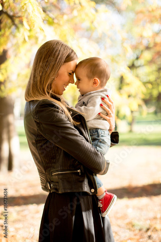 Foto Murales Young mother and baby boy in autumn park