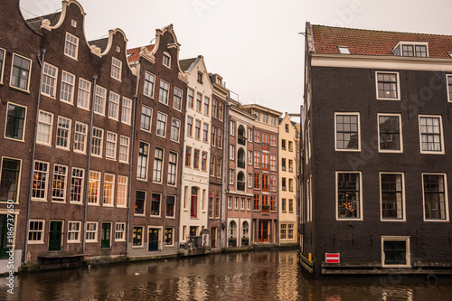 Foto op Plexiglas Amsterdam Colorful houses by the canal in Amsterdam