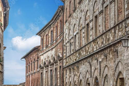 Poster Smal steegje historic buildings in Montepulciano