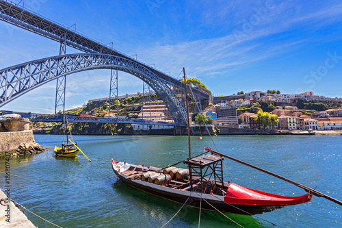 Aluminium Schip Douro riverside with the Dom Luiz bridge and old ships and boat , Porto , Portugal