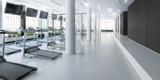 Laufbänder im Fitness-Zenter, leer, Planung