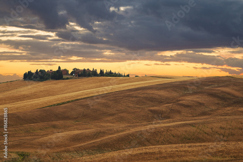 Aluminium Toscane fiery sunset on the Tuscan hill