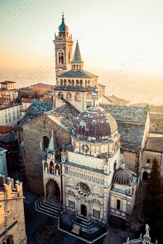 Foto Murales Bergamo Alta old town at sunset - S.Maria Maggiore Piazza Vecchia - Lombardy Italy