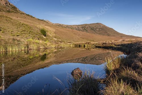Foto op Canvas Natuur Landscape of mountains reflecting in lake, mirror image