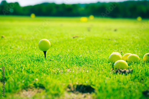 Fotobehang Lime groen Golf Ball On Tee