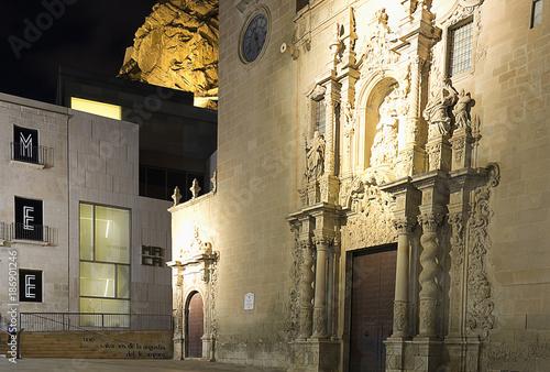 Keuken foto achterwand Smal steegje Basilica of Santa Maria in the city of Alicante, Spain.