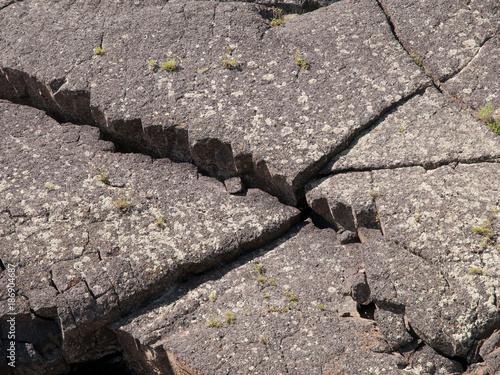 In de dag Stenen Jaws of Basalt - Craters 9499