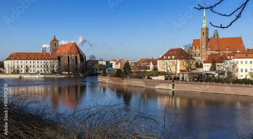 Foto Murales Panoramic view of Ostrow Tumski district in Wroclaw city with Collegiate Church of the Holy Cross and St Bartholomew, Cathedral of St John the Baptist, Archbishop's, palace from Oder River.