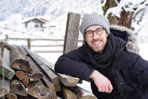 Foto Murales Mann in Winter-Landschaft