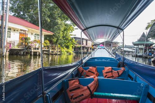 Foto op Plexiglas Bangkok ボートでのんびり水辺の生活見学巡り