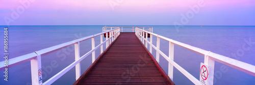 Hervey Bay Jetty o zachodzie słońca