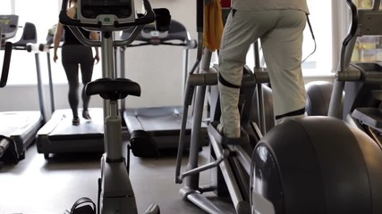 People go in for sports on cardiovascular equipment © sheresper
